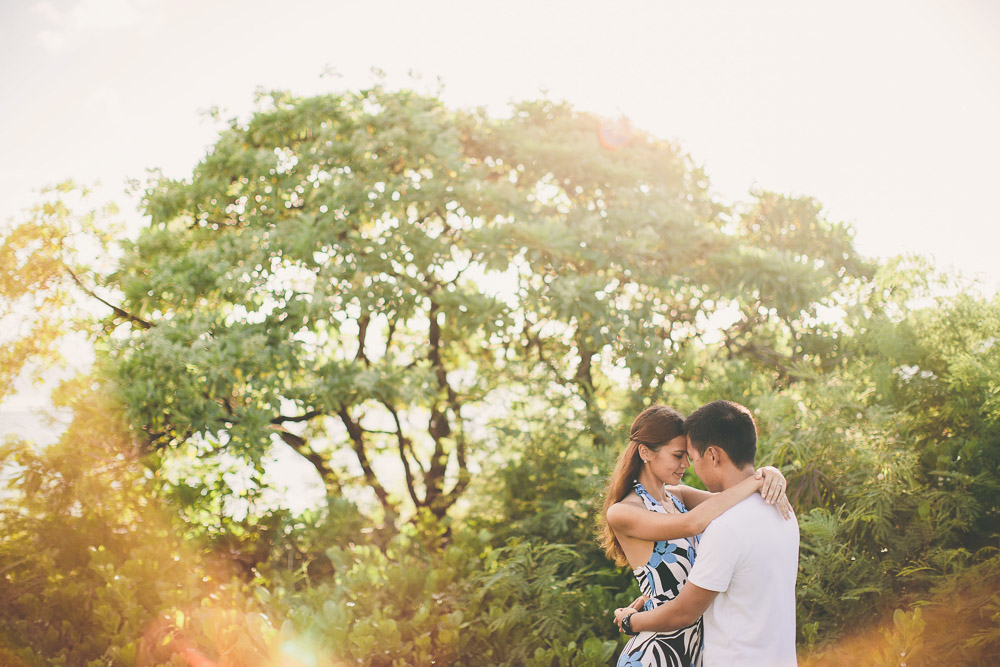 surprise proposal photographed on Maui by cadencia photography