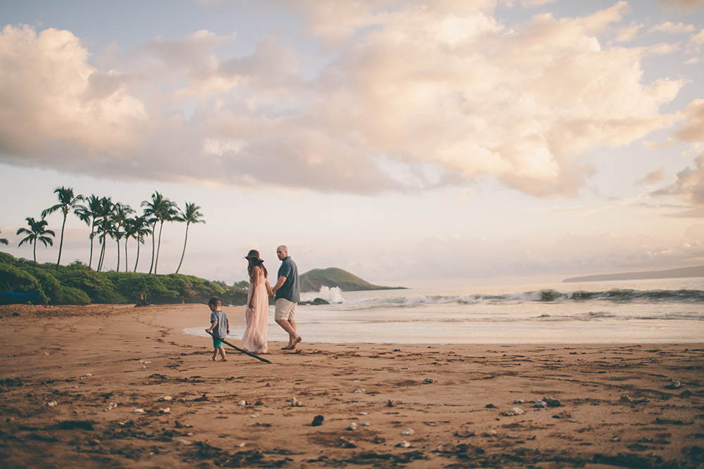 a family portrait in wailea, maui taken by cadencia photography