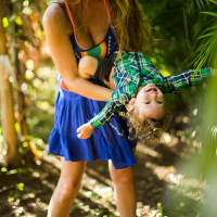 TROPICAL MOMS | genie & zeya