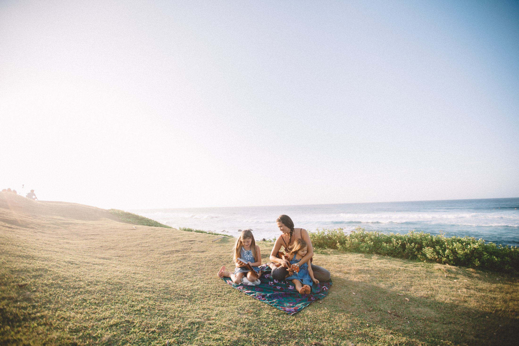 enjoy sunset and watch the surf with your family at hookipa lookout on Maui.