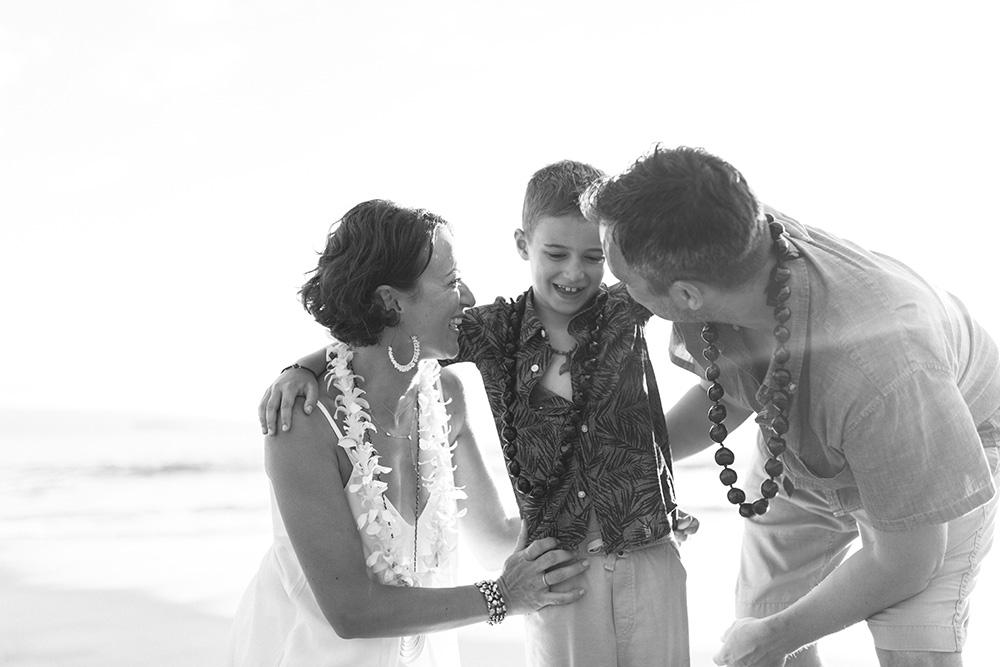 family photographer cadencia captures love at poolenalena beach in wailea, hawaii.