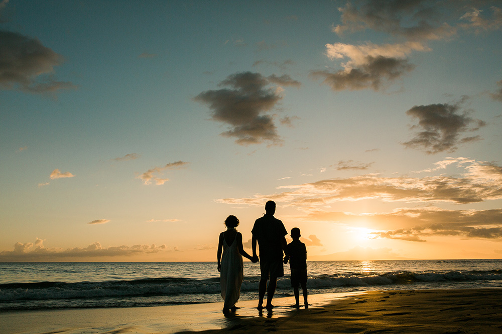 poolenalena sunset in maui, hawaii during family portraits.