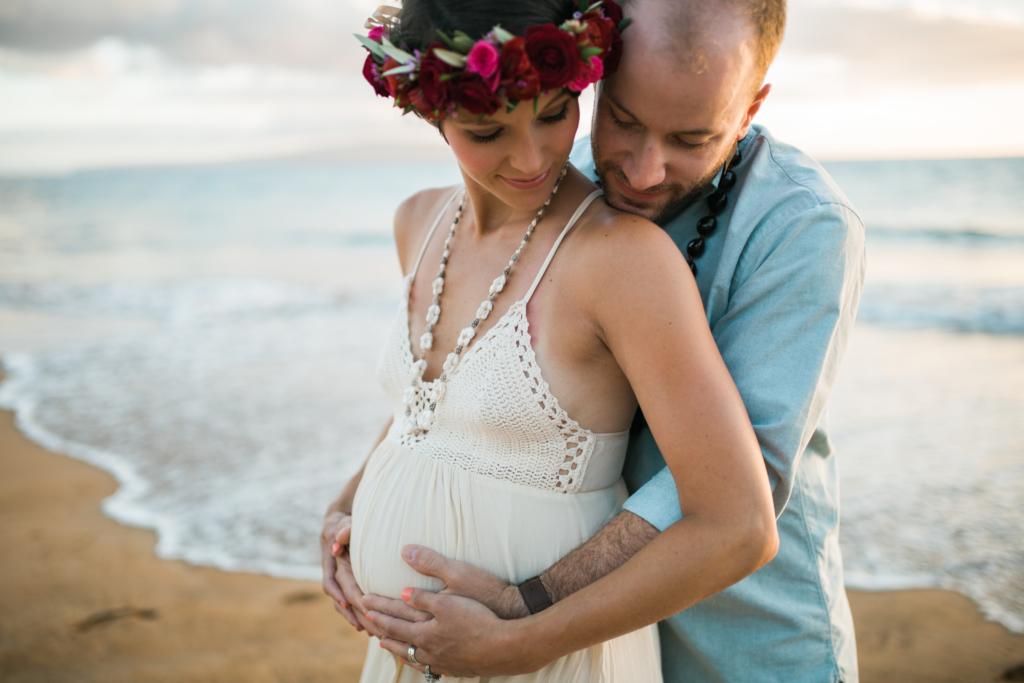 beautiful hawaii maternity photos by cadencia photography on Maui.