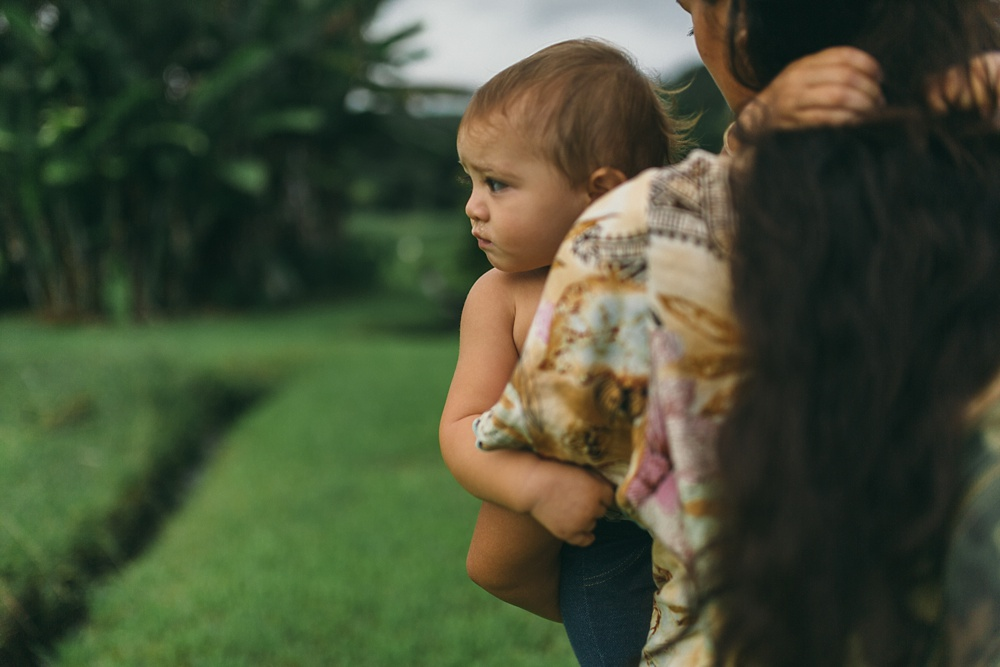 tropical moms is a series on maui motherhood with beautiful family photography and interviews.