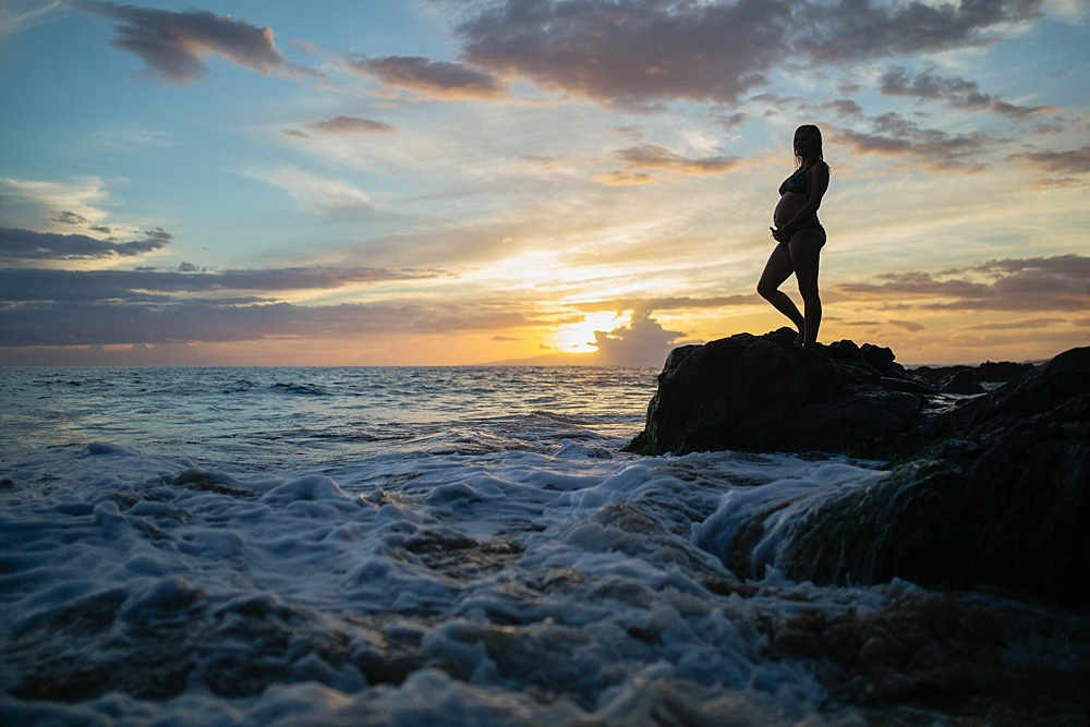 maternity photos in kihei at sunset with cadencia photography.
