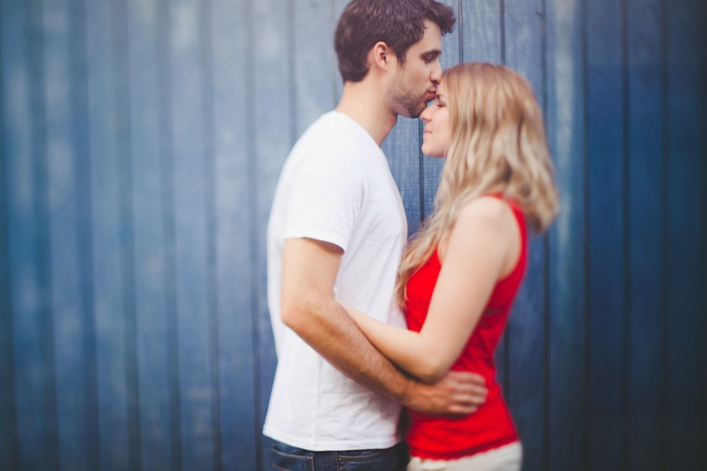 amanda of living in another language and maui engagement photography session in Paia