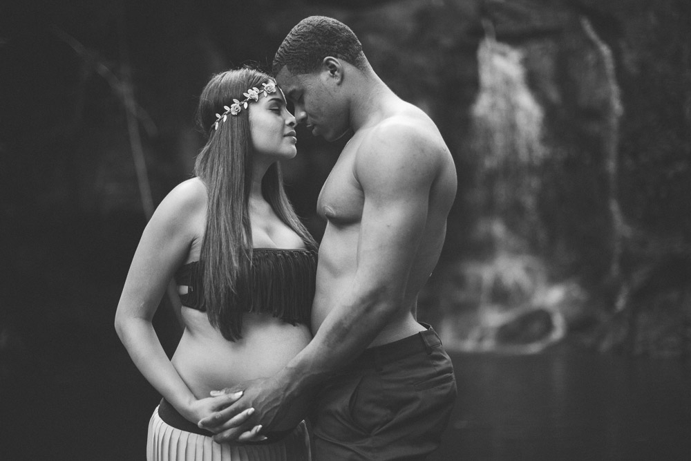 DeShawn Shead and wife Jessica Martinez during a maternity photography session on Maui with cadencia photography.