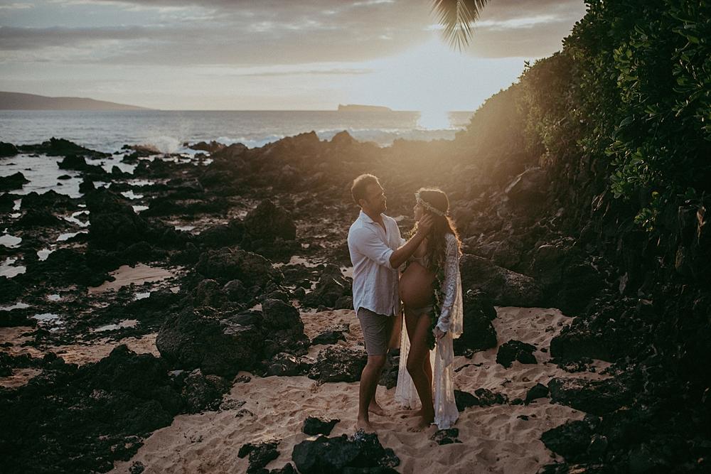 beautiful sunset maternity photography at makena cove in hawaii