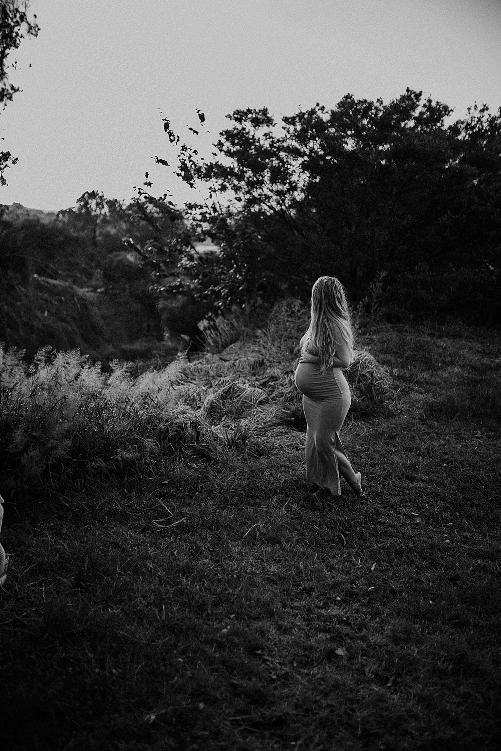 Black and white maternity photo during an in-home session in Hawaii.