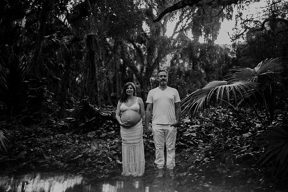 hawaii jungle maternity photos