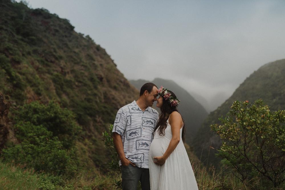 beautiful maternity photos in lahaina, hawaii