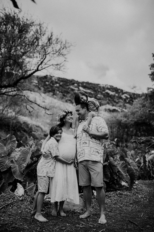 lahaina maternity photos with shanel and ohana