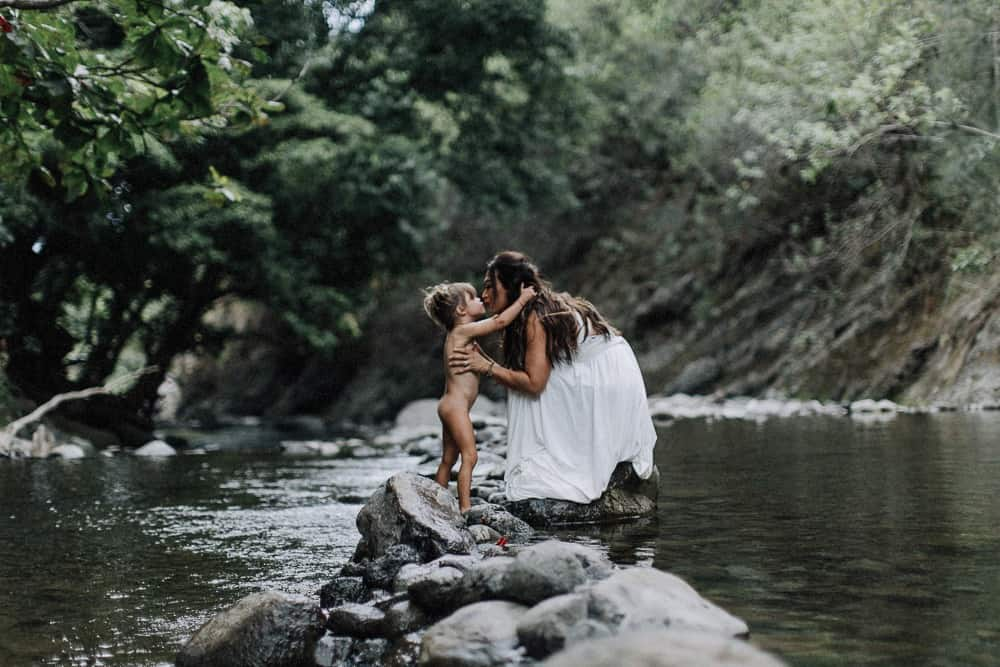 mother daughter photos in Iao Valley