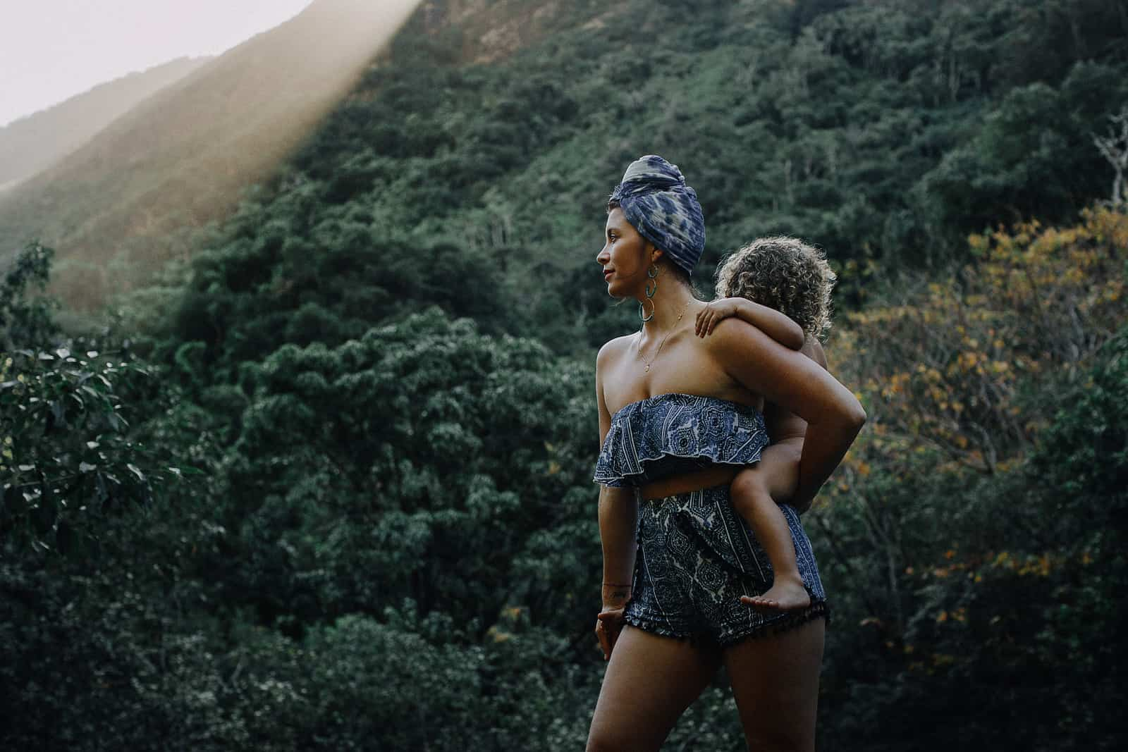 iao valley in maui for family photos